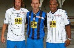 Bellini, Doni e Ferreira Pinto indossano le nuove maglie dell'Atalanta 2009-2010