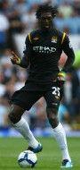Adebayor indossa la seconda maglia del City