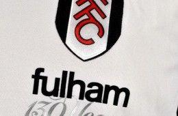 Logo del Fulham con la scritta commemorativa
