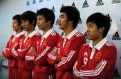 I calciatori durante la presentazione della nuova divisa cinese