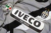 Lo sponsor Iveco sulla maglia della Juventus