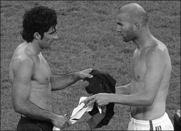 Figo Zidane scambio maglia