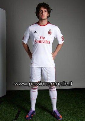 La seconda maglia del Milan 2010-2011