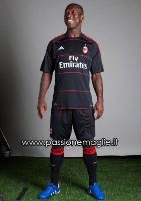 La terza maglia del Milan per il 2010-2011 realizzata da Adidas