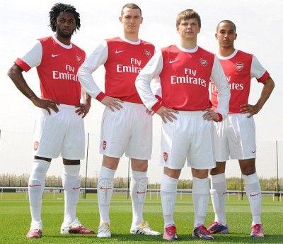 Calciatori dell'Arsenal con la nuova maglia