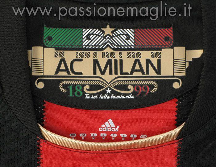 L'interno del colletto con la bandiera italiana