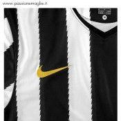Logo Nike giallo ricamato
