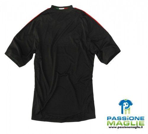Il retro della divisa nera del Milan 2010-2011