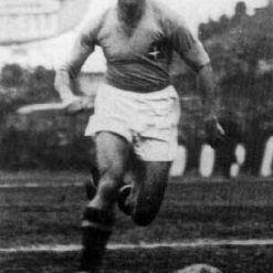 Giuseppe Meazza con la maglia azzurra dell'Italia