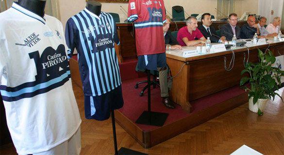 Conferenza stampa Lecco maglie 100 anni