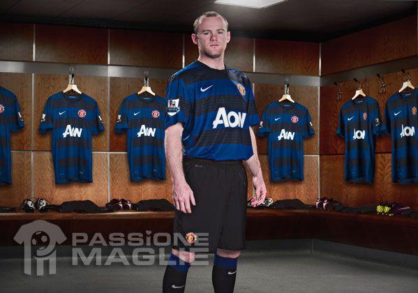 Rooney con la seconda maglia dello United 2011-2012