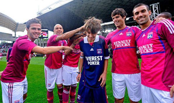 Giocatori del Lione con indosso la nuova terza maglia