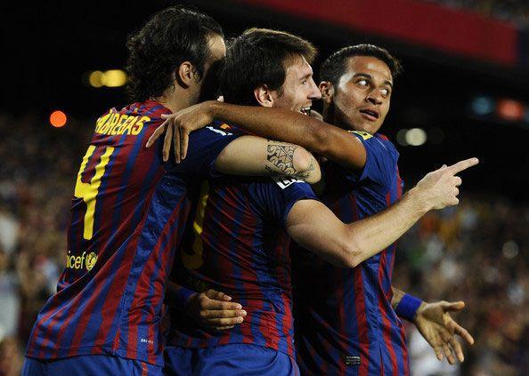 Messi e Fabregas dopo un gol