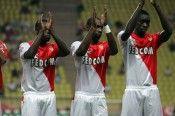 Calciatori del Monaco salutano i tifosi
