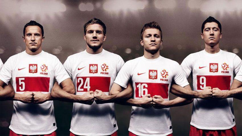 La maglia della Polonia 2012 con l'aquila bianca