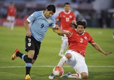 Suarez impegnato contro il Cile