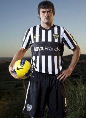 Divisa speciale bianconera per il Boca Juniors