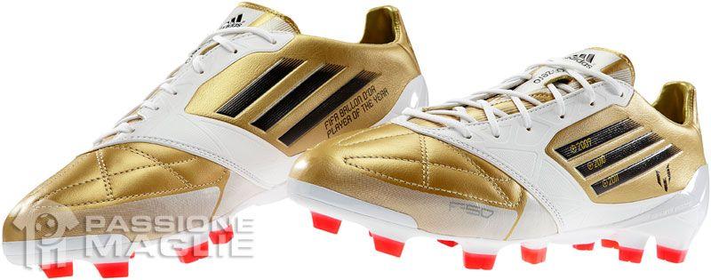 Scarpe speciali dorate di Lionel Messi Adidas