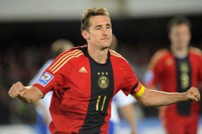 Miro Klose con la divisa tedesca rossa