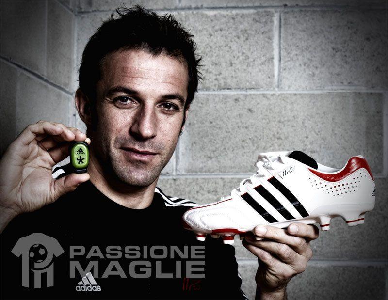 Del Piero mostra le scarpe adipure 11Pro