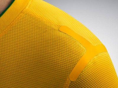 Cucitura spalla maglia Brasile 2012