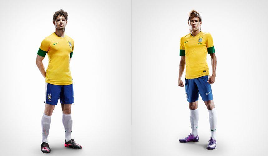 Pato e Neymar indossano il nuovo kit 2012-13 Brasile