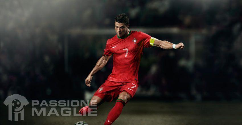 Ronaldo indossa la maglia portoghese per Euro 2012