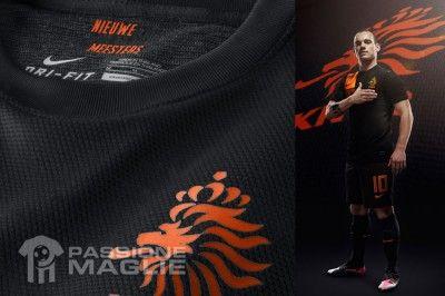 Divisa trasferta Olanda indossata da Sneijder
