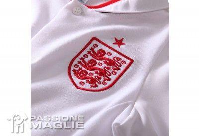 Stemma FA sulla maglia home dell'Inghilterra