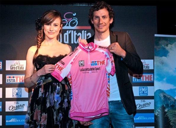 La maglia rosa 2012 presentata da Filippo Pozzato