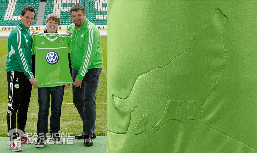 Il lupo sulla divisa del Wolfsburg 2012-13