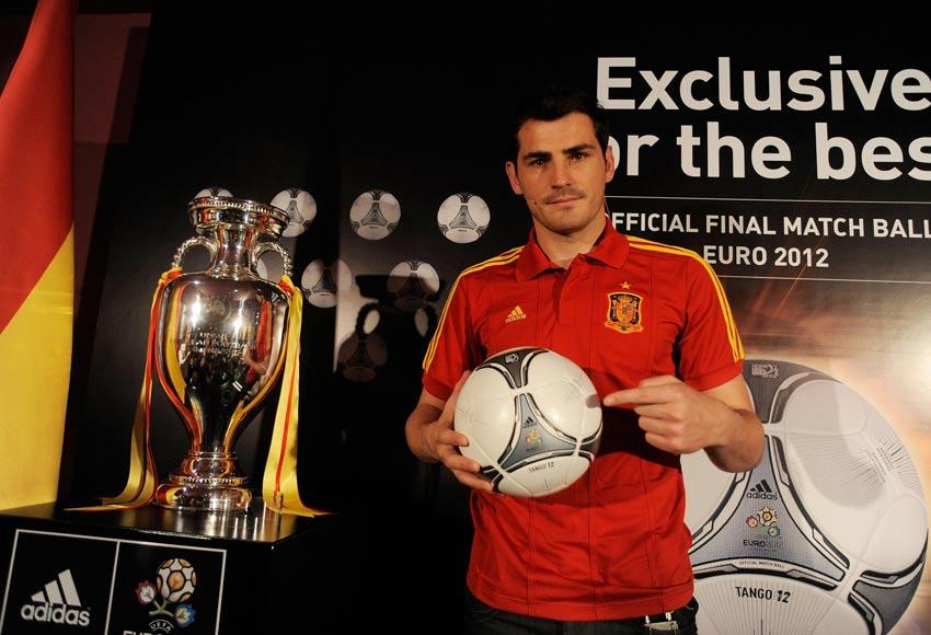 Casillas pallone adidas Tango 12 Finale
