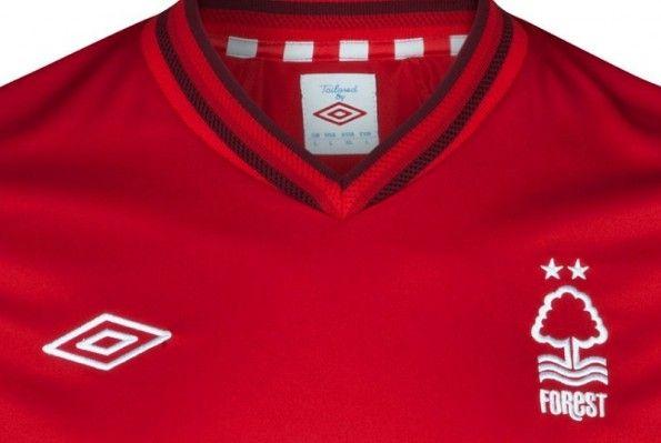 Il colletto della maglia del Nottingham Forest 2012-2013