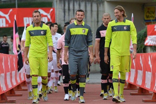 Calciatori Palermo nuovi kit Puma
