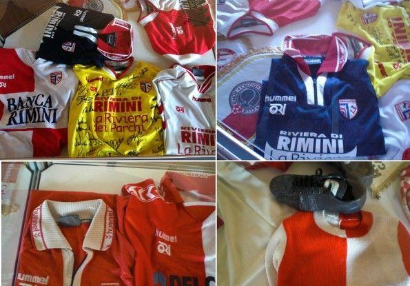 Maglie e cimeli della mostra dei 100 anni del Rimini Calcio