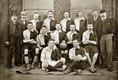 Una foto della squadra gallese del 1890