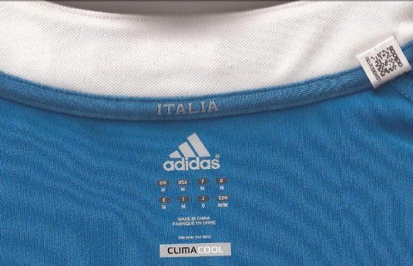L'interno del colletto della maglia Adidas della nazionale di rugby