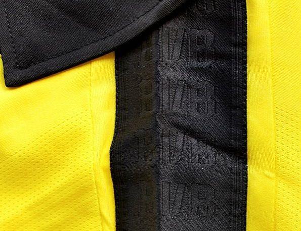 Dettaglio della maglia invernale 2012 del Borussia Dortmund