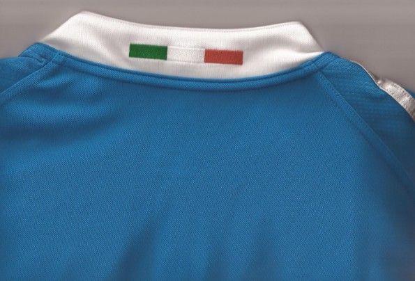 Il tricolore sul colletto della maglia della nazionale di rugby