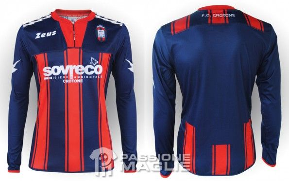 http://www.passionemaglie.it/wp-content/uploads/2012/12/crotone-maglia-home-2012-13-595x372.jpg