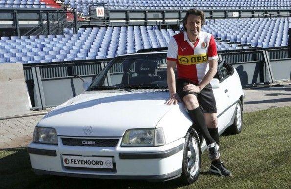 Ben Wijnstekers con una maglia anni '80 del Feyenoord