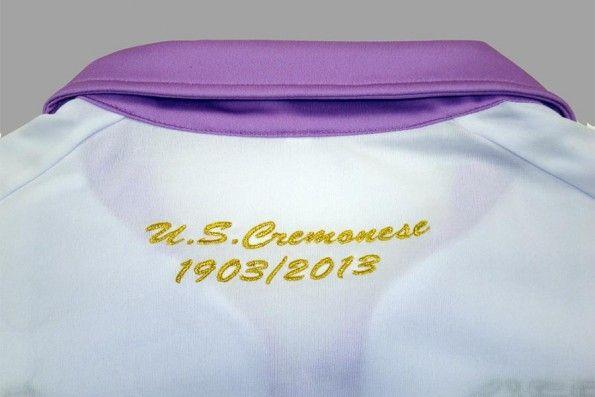 Dettaglio ricamo colletto Cremonese 110 anni