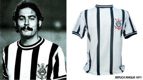 Rivelino con la maglia del Corinthians 1971