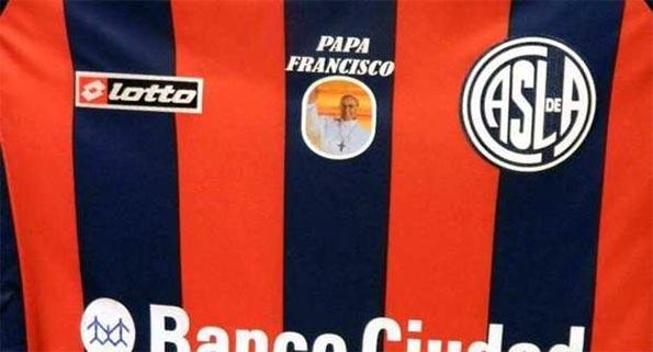 Particolare maglia San Lorenzo Papa Francesco