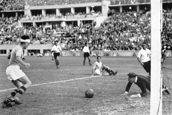 Frossi segna in Italia-Austria 1936