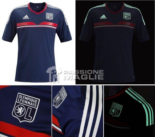 Terza maglia Lione 2013-2014, con dettagli luminescenti