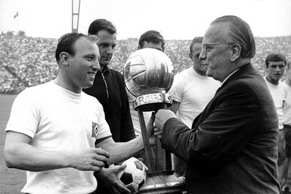 Uwe Seeler capocannoniere Bundesliga 1963-64