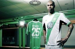 Naldo con la nuova maglia del Wolfsburg