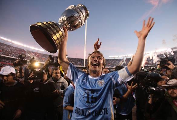 Diego Lugano celebra Coppa America 2011
