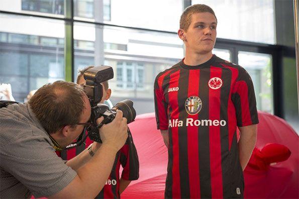 Presentazione kit Eintracht Francoforte 2013-14